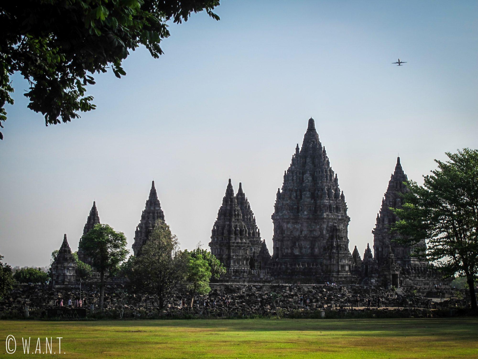 Ensemble de Prambanan en fin de journée