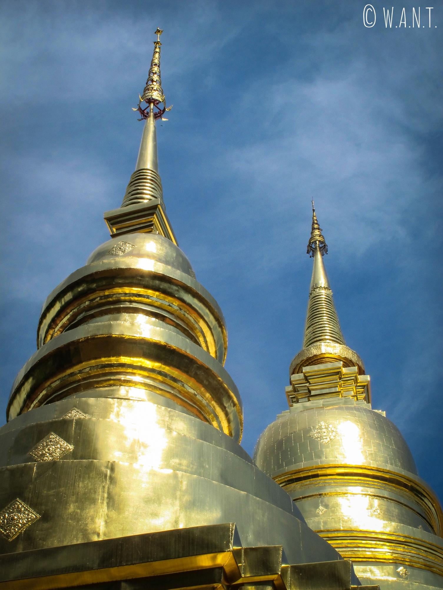 Gros plan sur les stupas du Wat Phra Singh de Chiang Mai