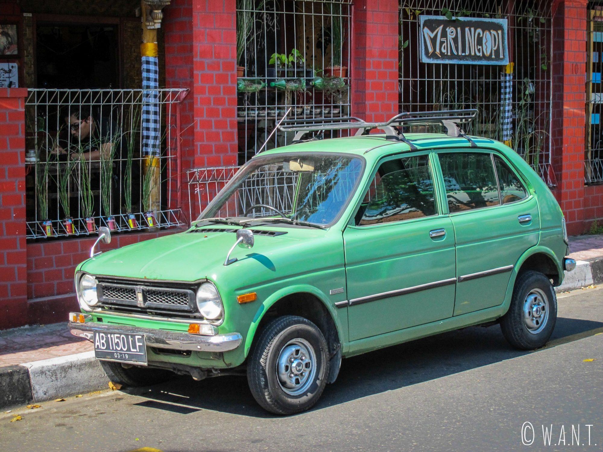 Honda Life Deluxe dans les rues de Yogyakarta