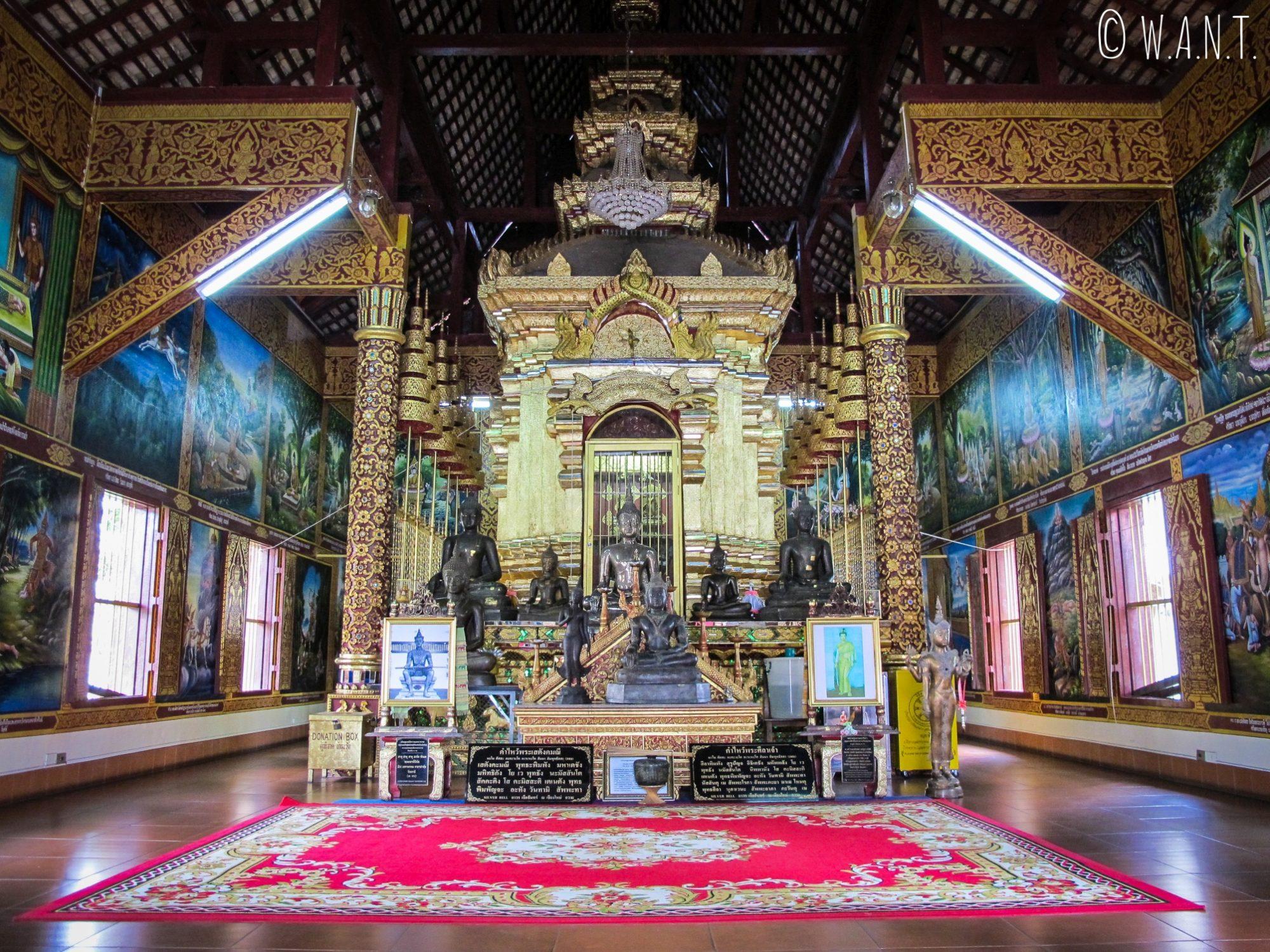 Intérieur du Wat Chiang Man de Chiang Mai