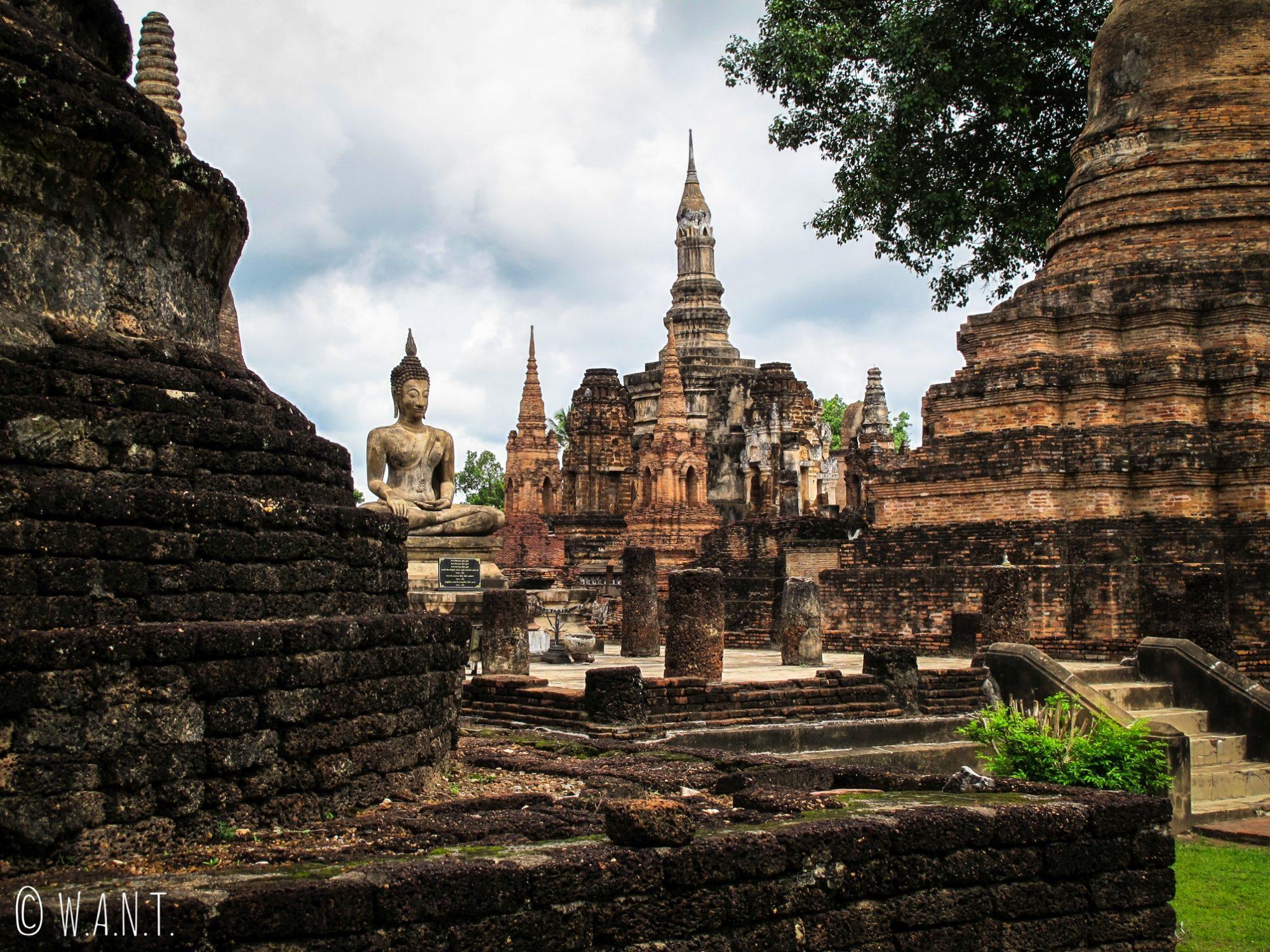 Le Wat Mahathat est le temple le plus visité du parc historique de Sukhothai