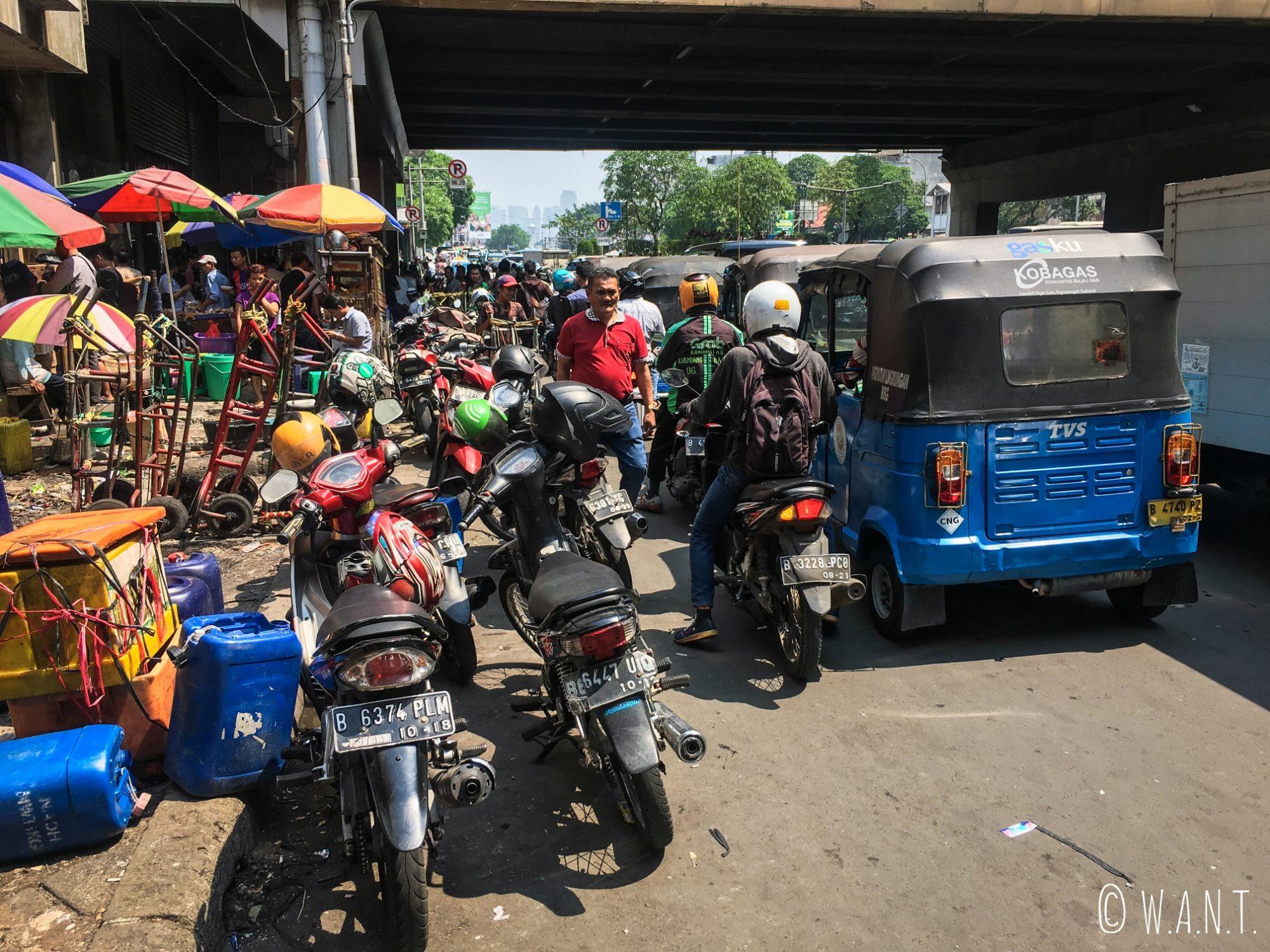 Les rues de Jakarta sont bondées