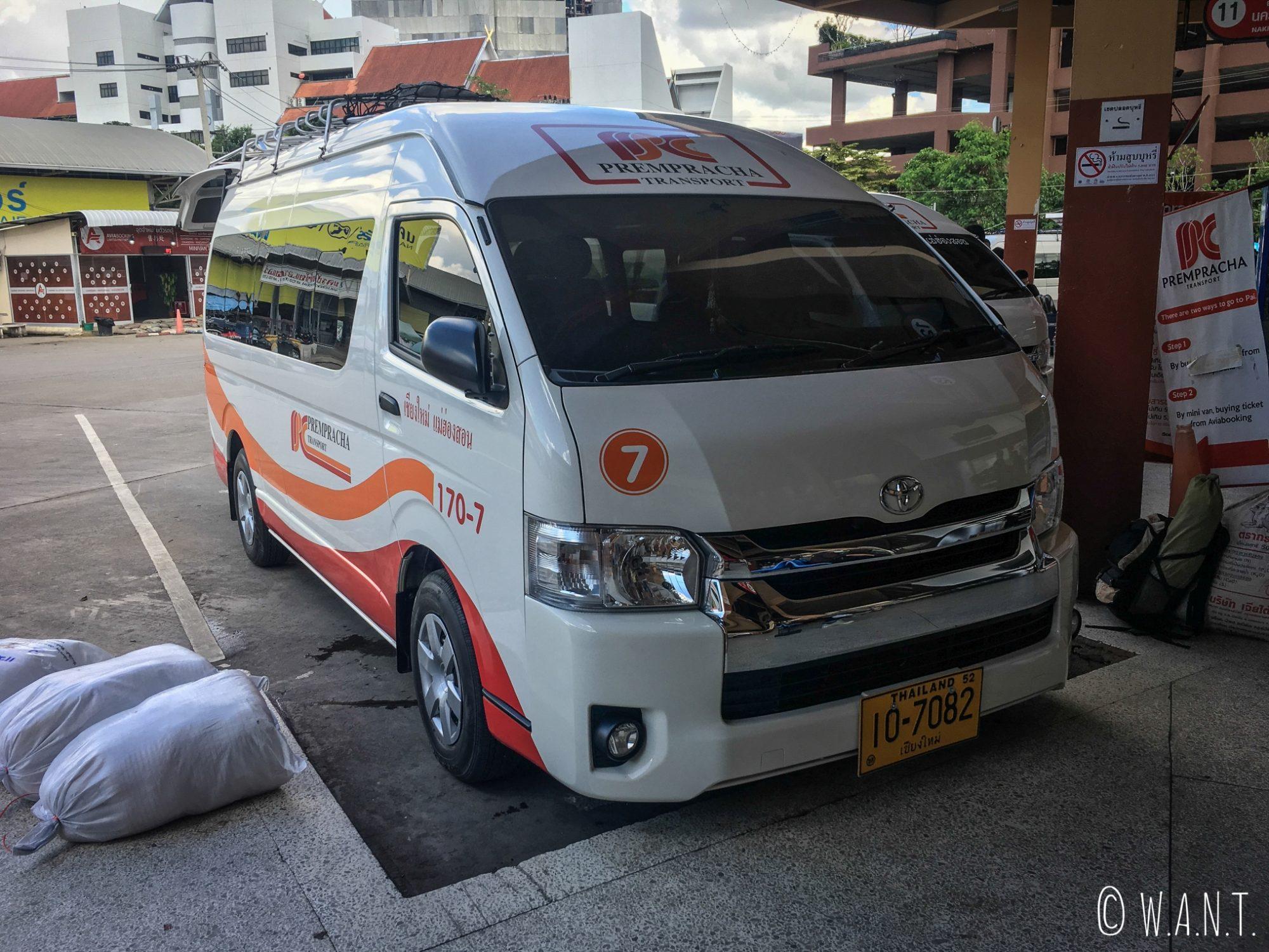 Minibus permettant de relier Chiang Mai à Pai