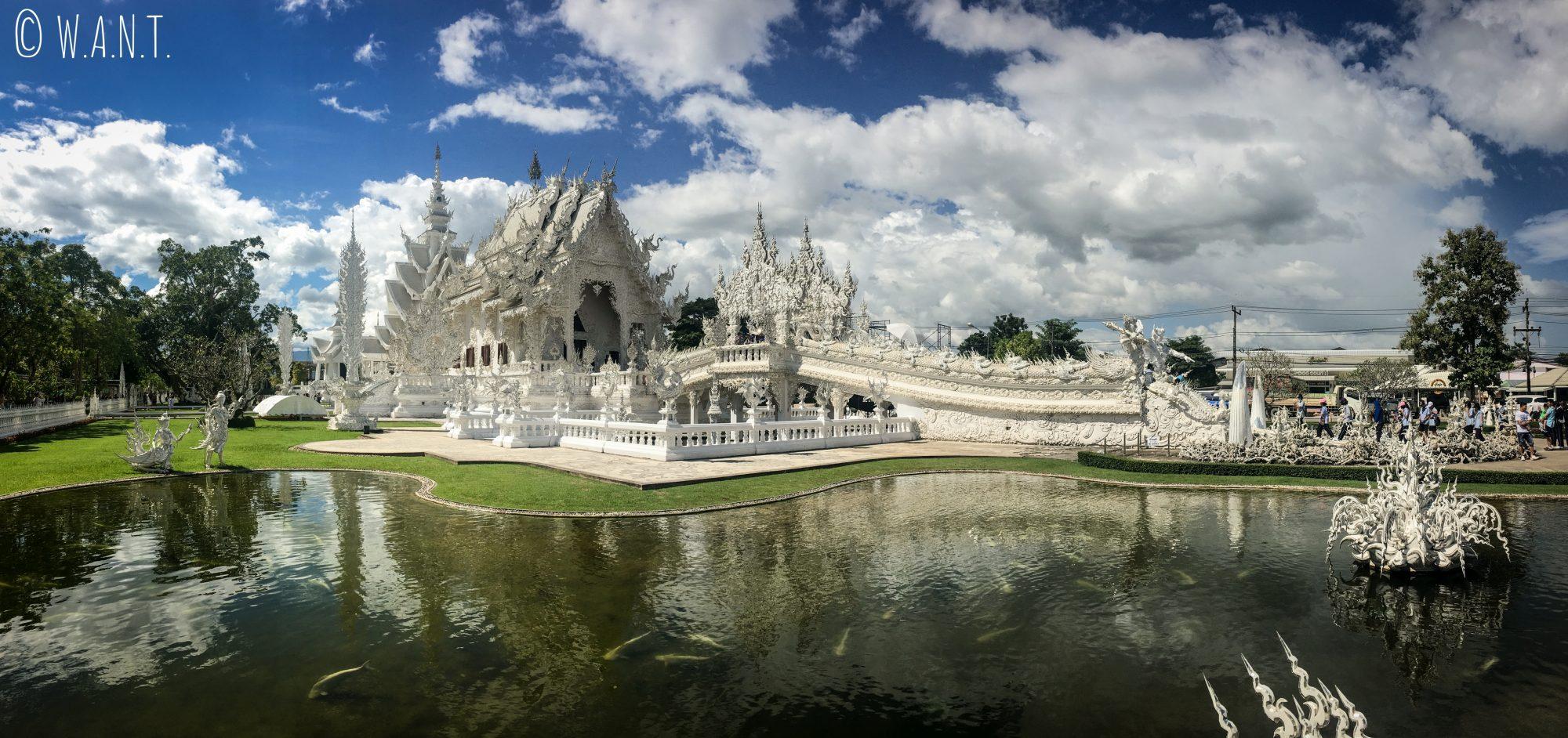Panorama du White Temple de Chiang Rai