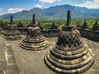 Panorama sur les stupas du temple de Borobudur