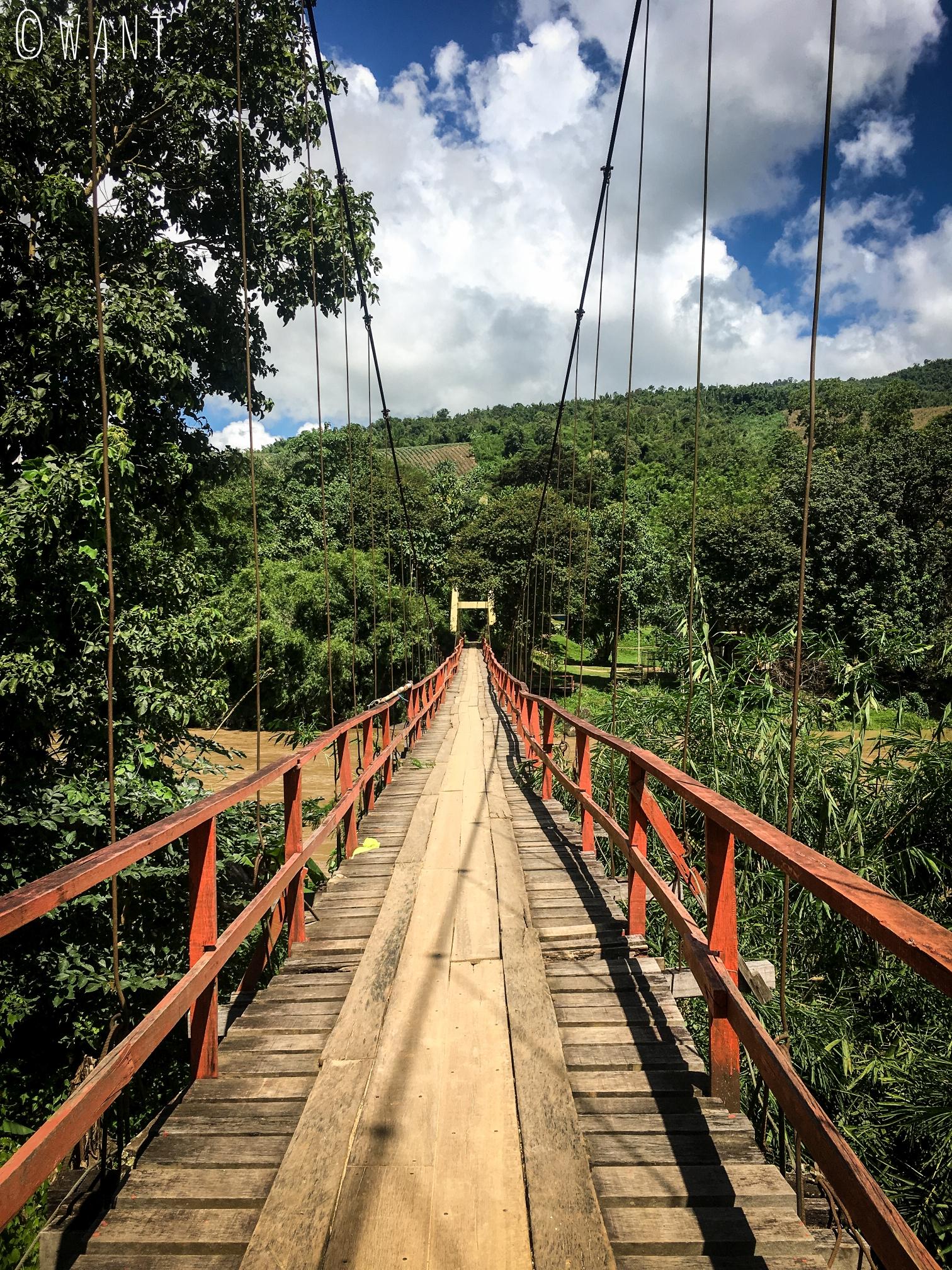 Pont permettant de traverser la Kok river pendant notre trek à Chiang Rai