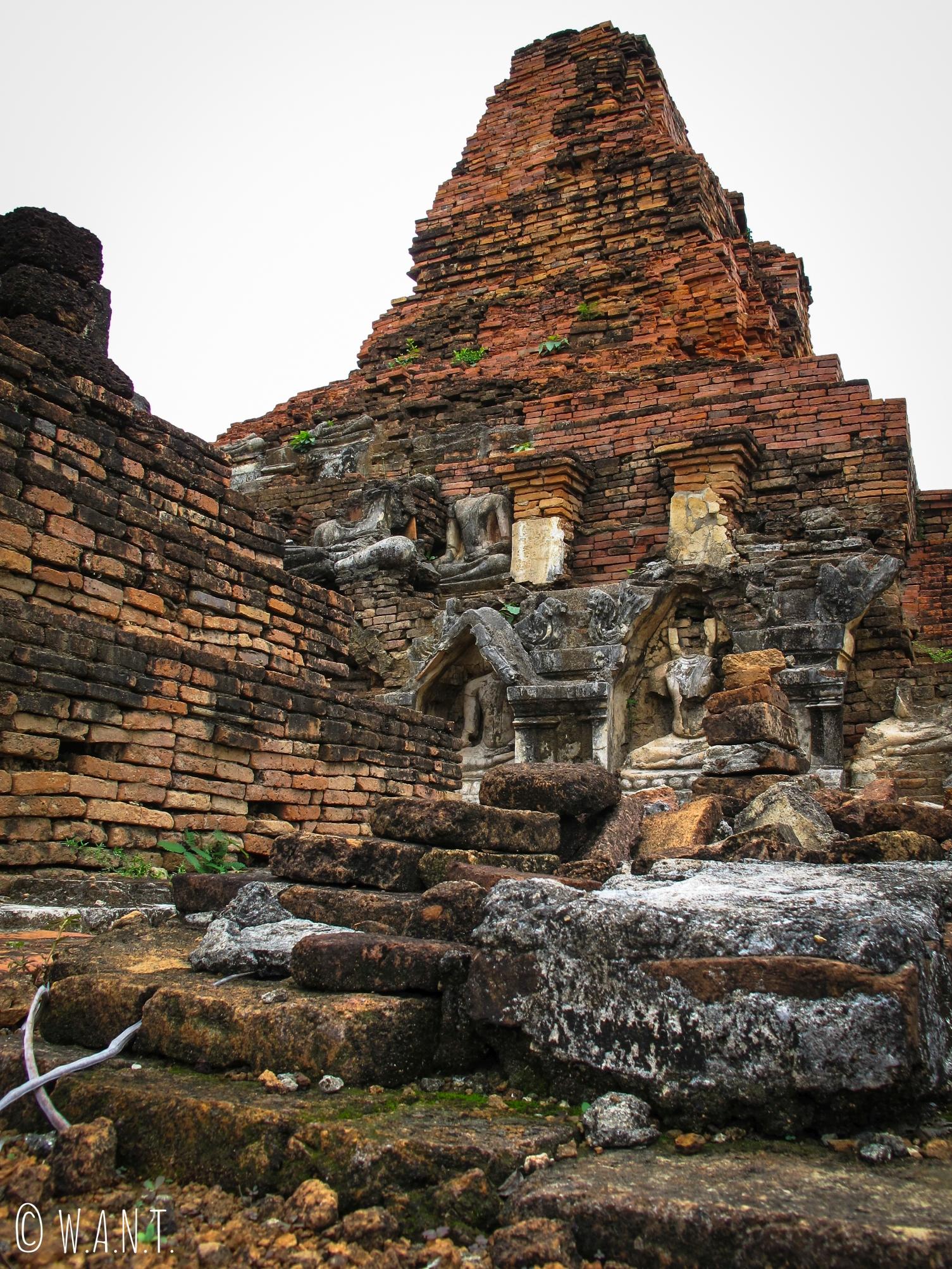 Ruines du Wat Phra Phai Luang dans la zone nord de Sukhothai