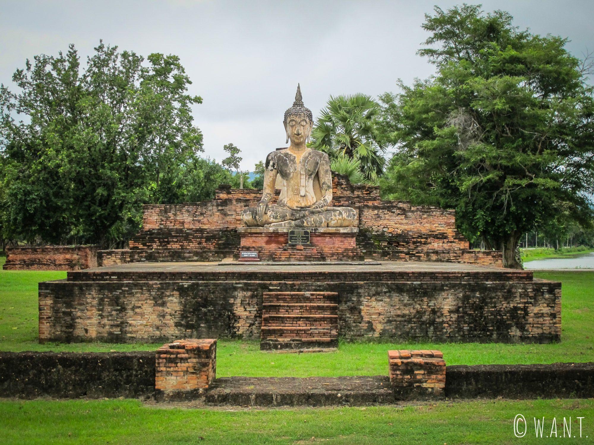 Statue de Bouddha dans le parc de Sukhothai
