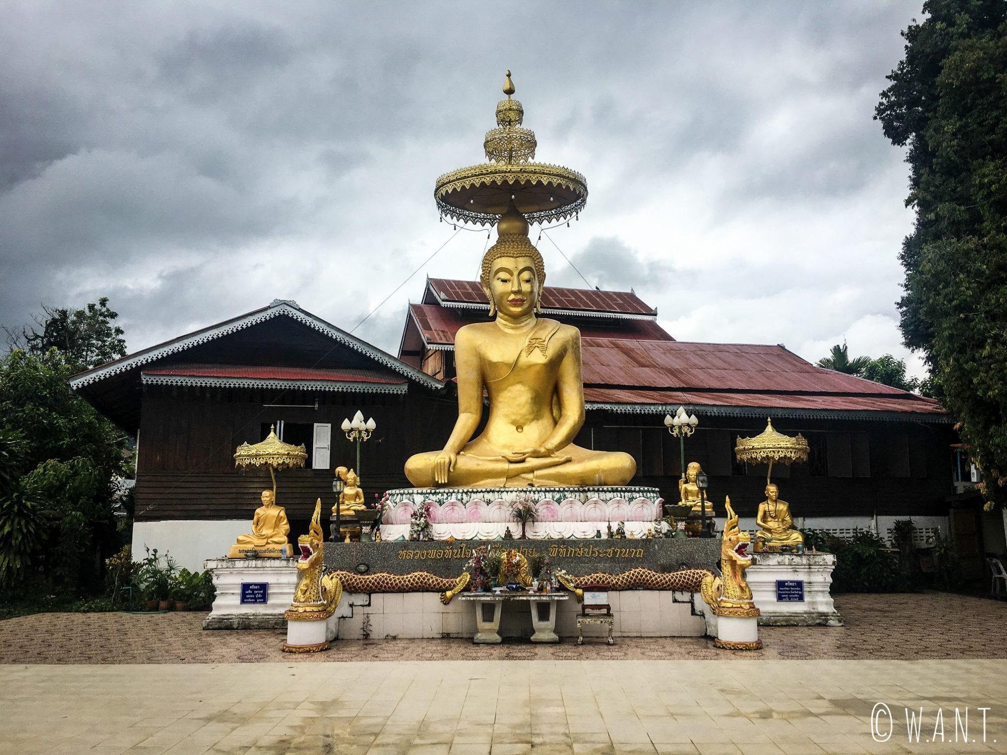 Statue de Bouddha du Wat Luang de Pai