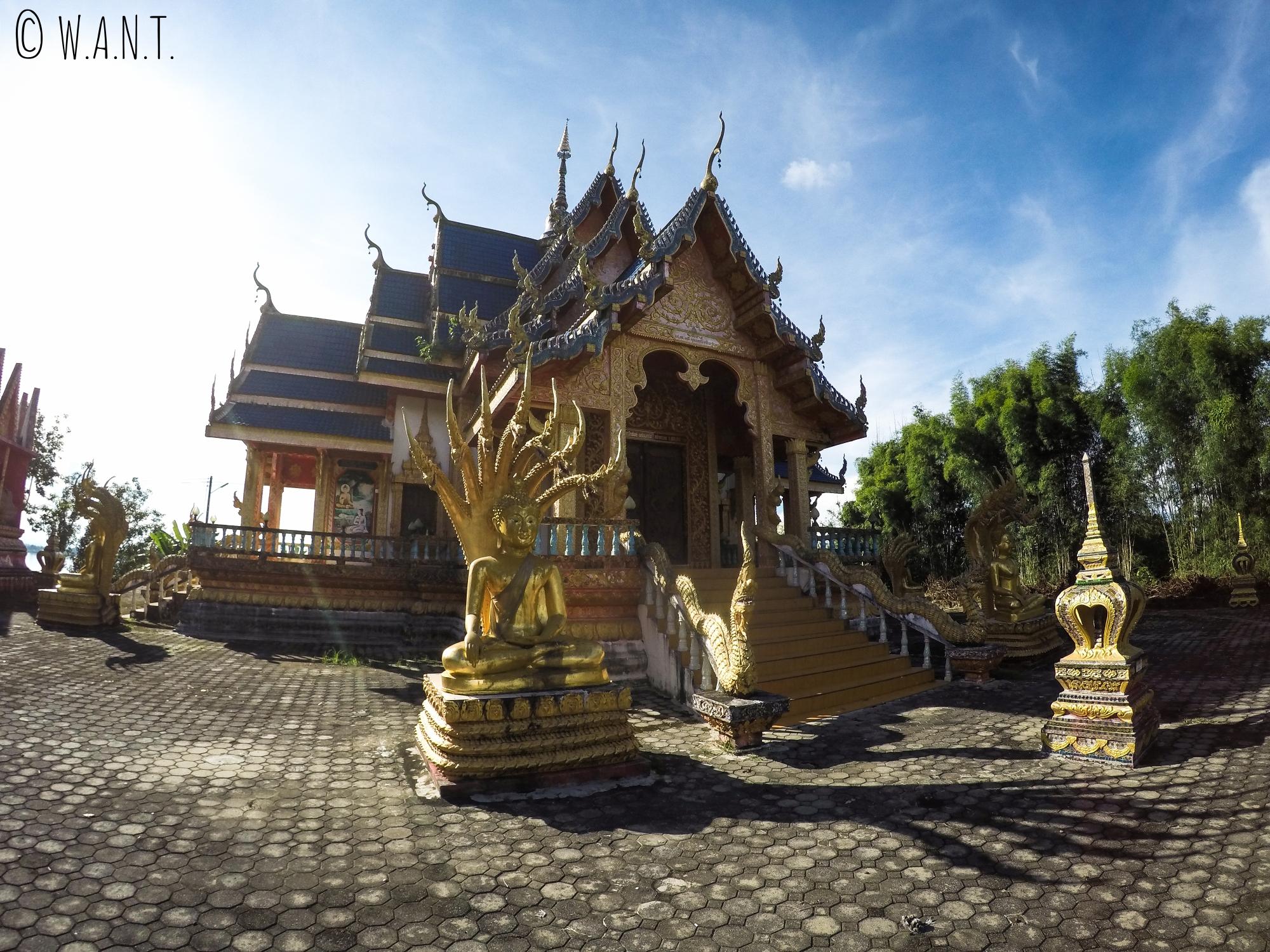 Temple en bord de route entre le Triangle d'or et Chiang Khong