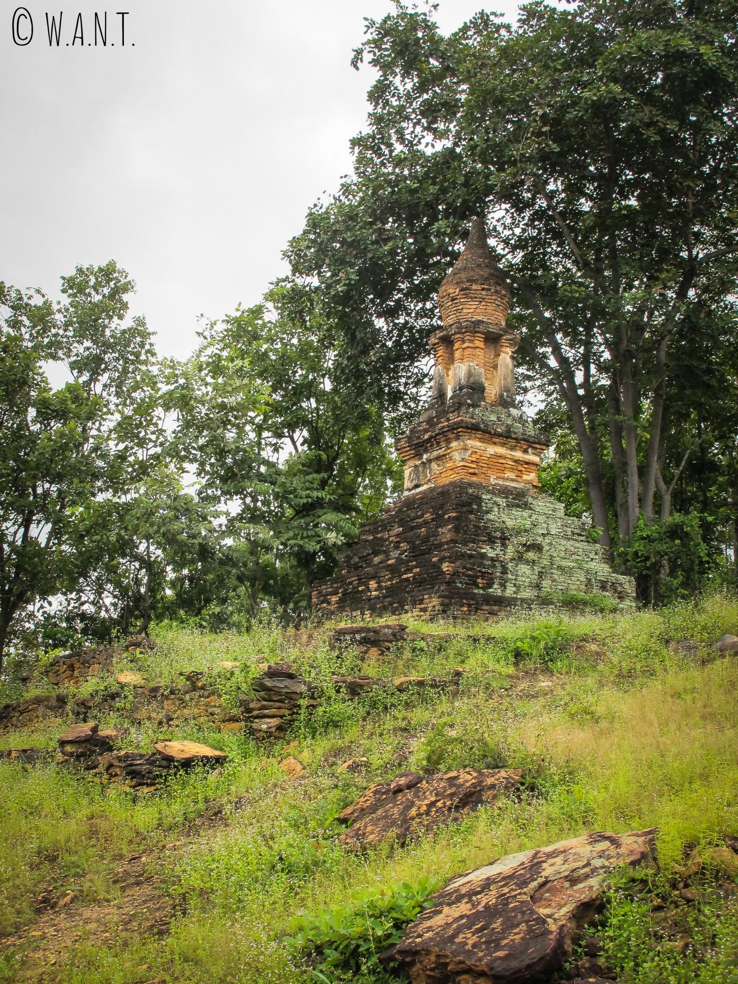 Temple secondaire dans la zone ouest du parc historique de Sukhothai