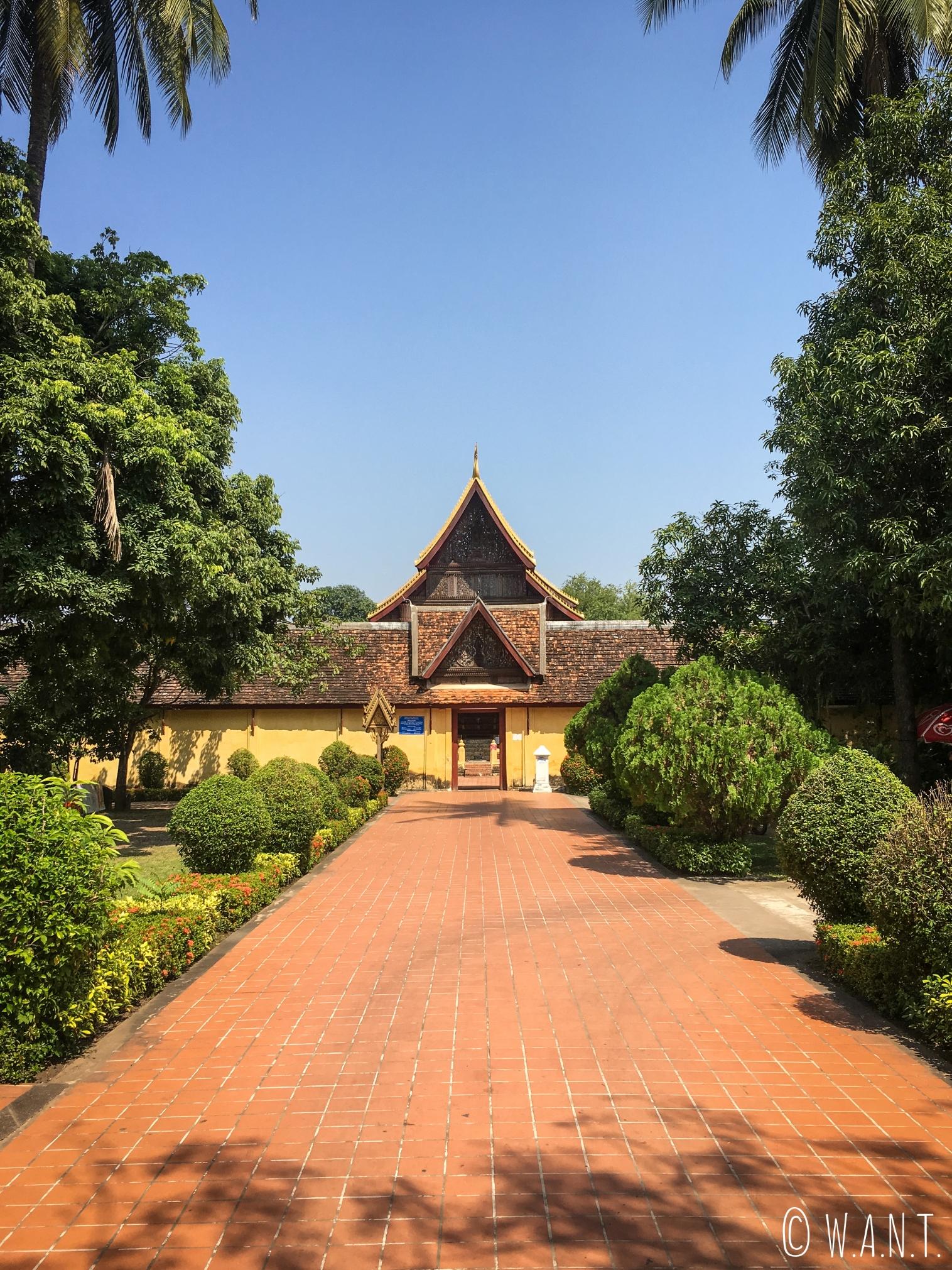 Allée principale du Vat Sisakhet de Vientiane