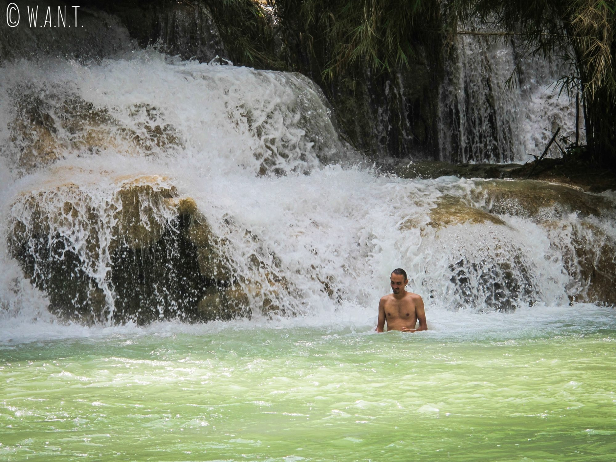 Benjamin s'est baigné dans la cascade Kuang Si à Luang Prabang
