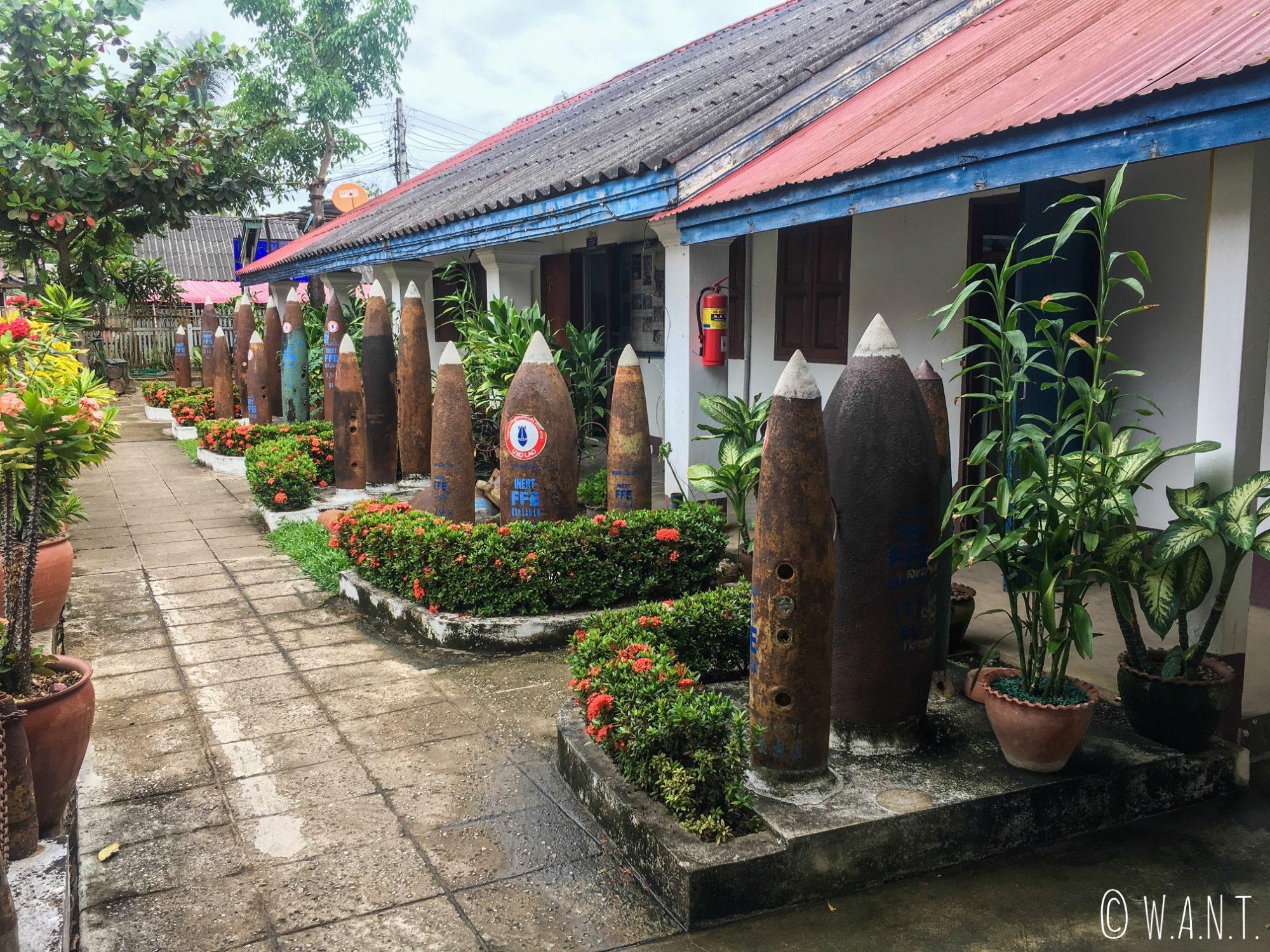 Bombes à l'entrée du UXO Lao Centre de Luang Prabang