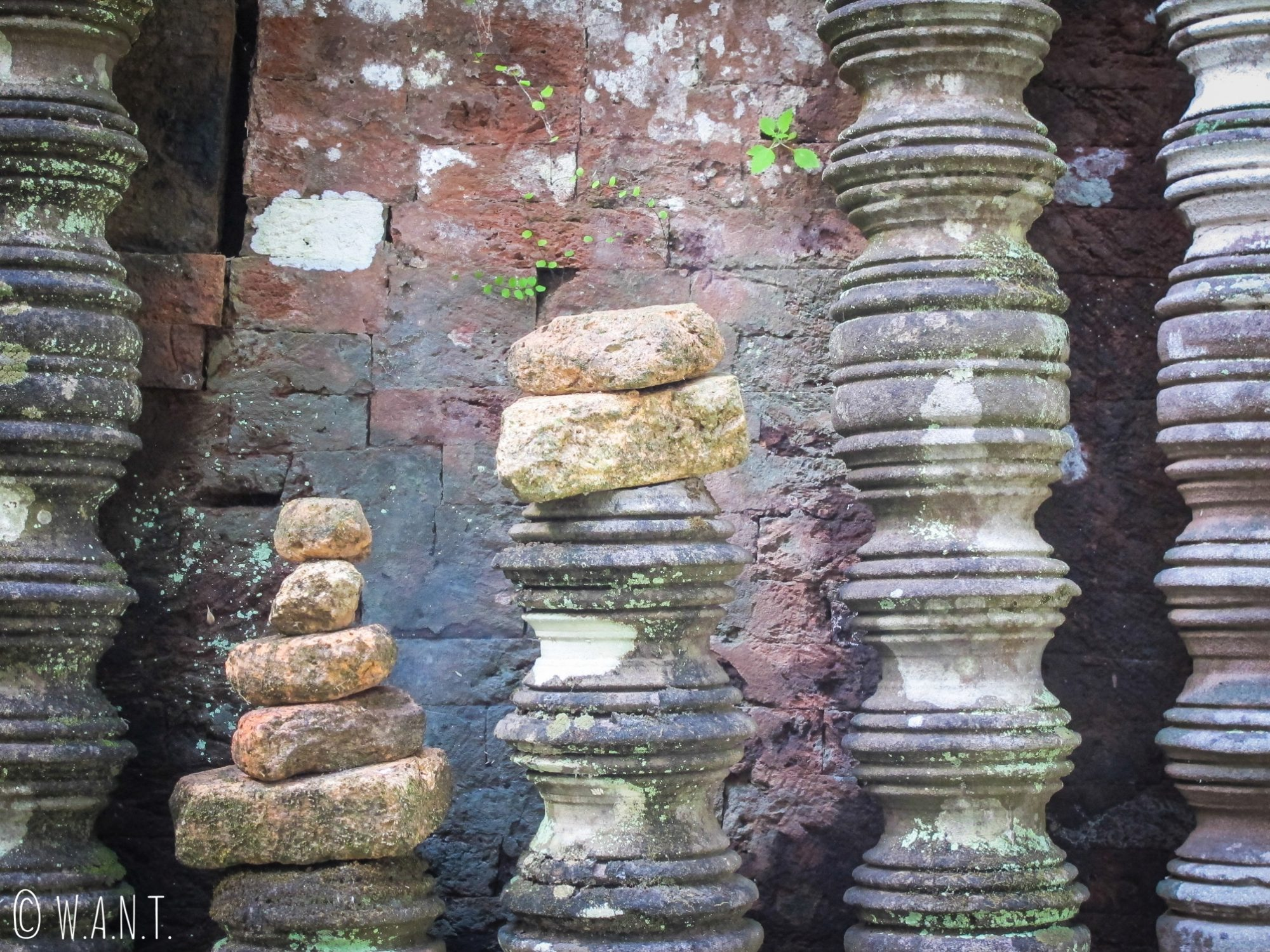 Briques et pierres du sanctuaire de Vat Phou