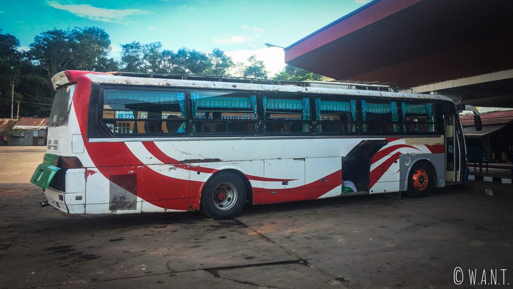 Bus nous conduisant de Thakhek à Paksé