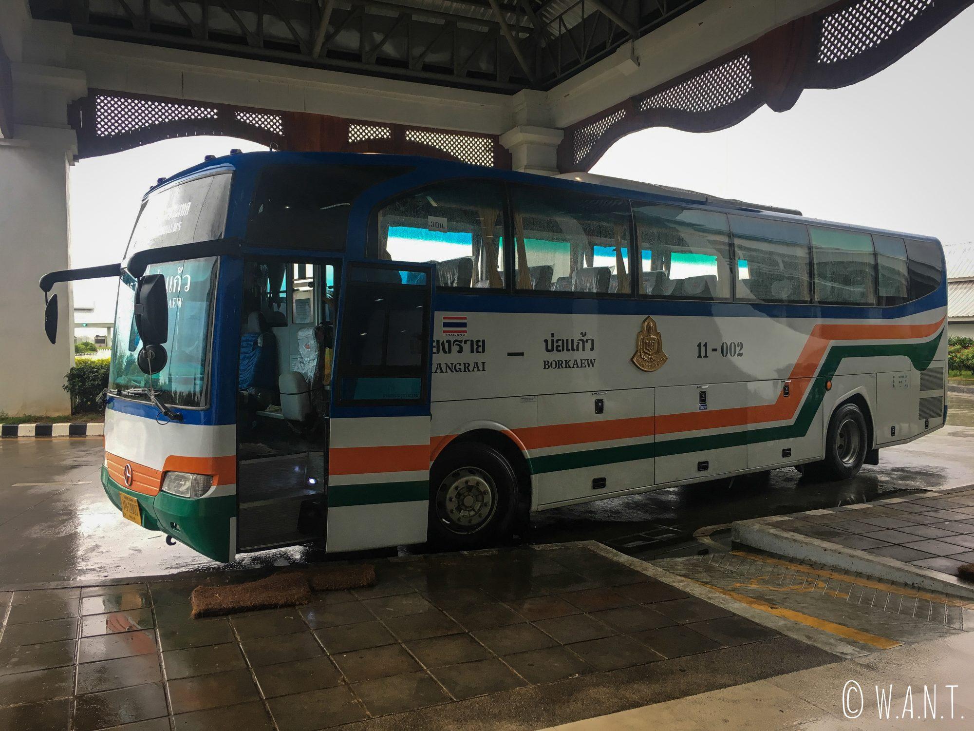 Bus permettant de traverser la frontière entre la Thaïlande et de Laos à Huay Xai