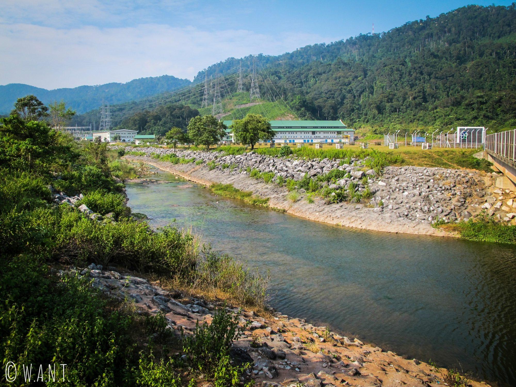 Centrale électrique sur la route de la boucle de Thakhek