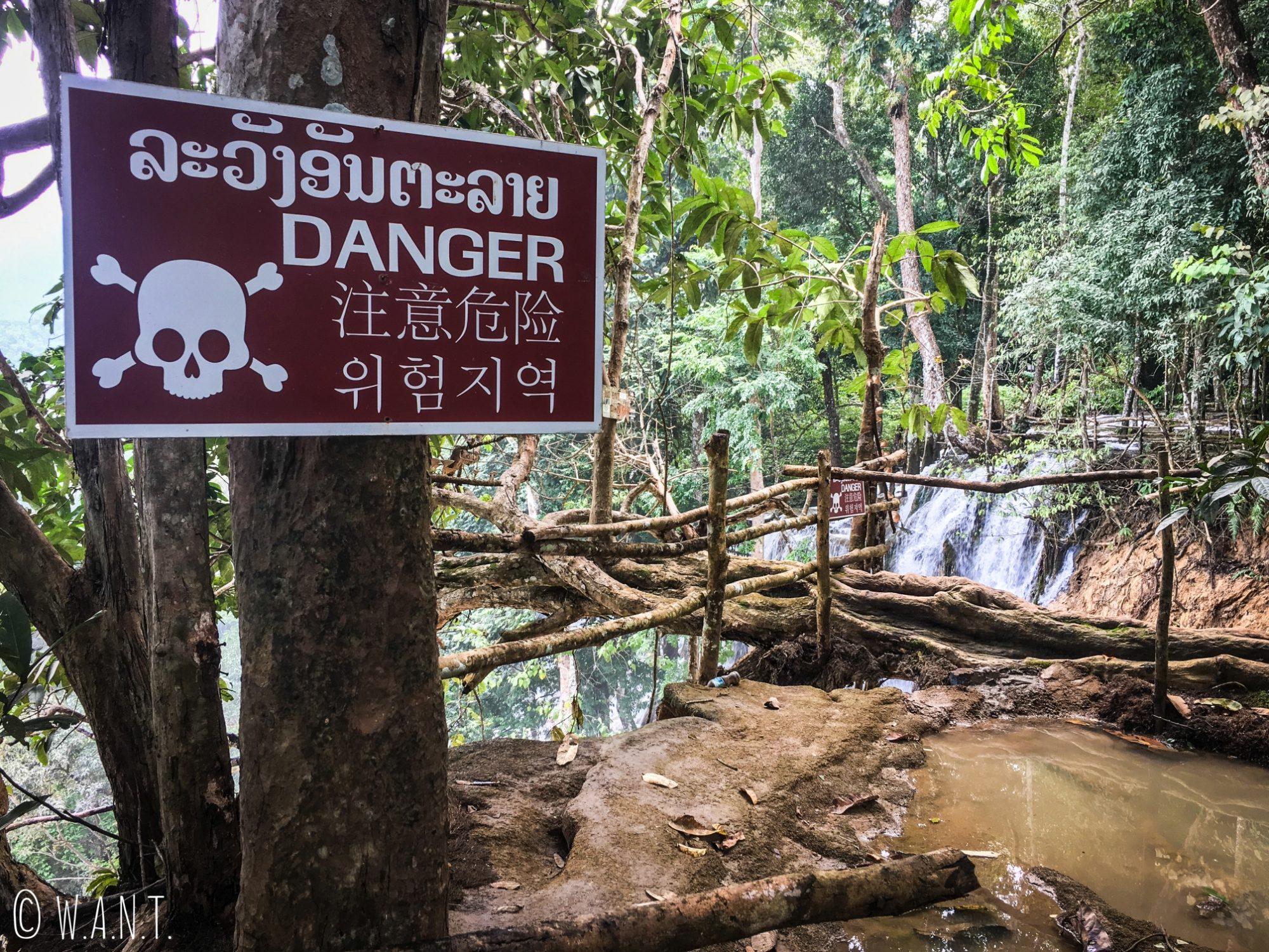 Certains bassins de la cascade Kuang Si de Luang Prabang sont interdits à la baignade