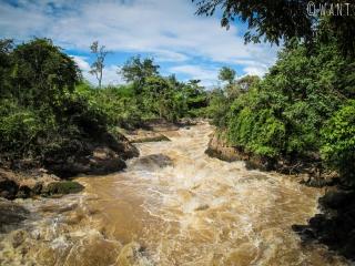Eaux du Mékong sous le pont suspendu de l'île de Don Khon