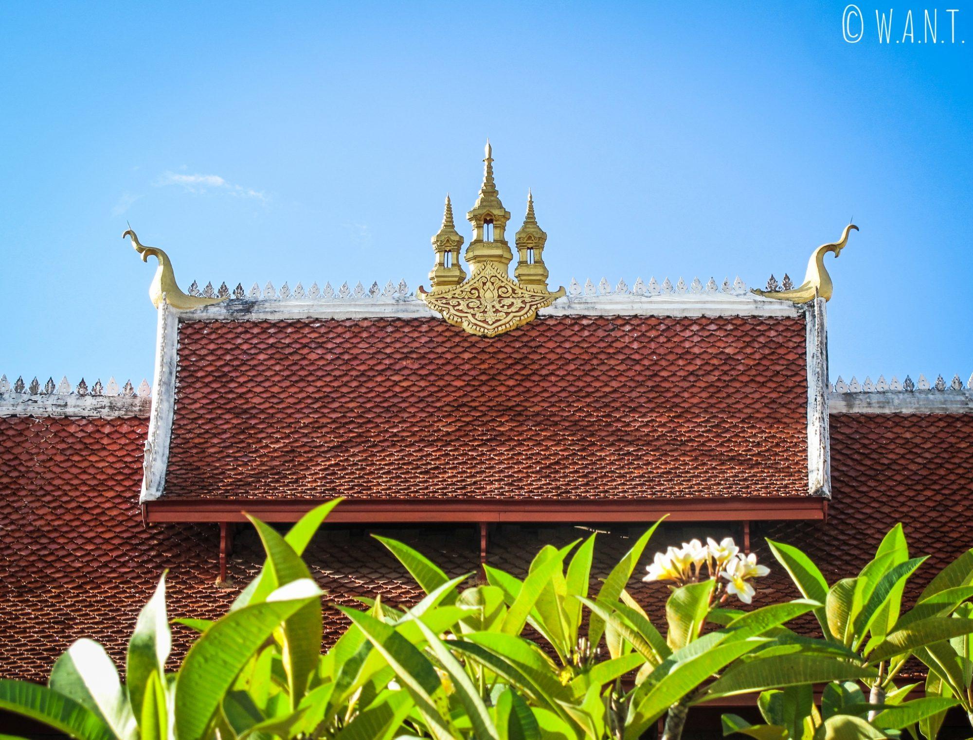 Gros plan sur le toit du Wat Mai de Luang Prabang