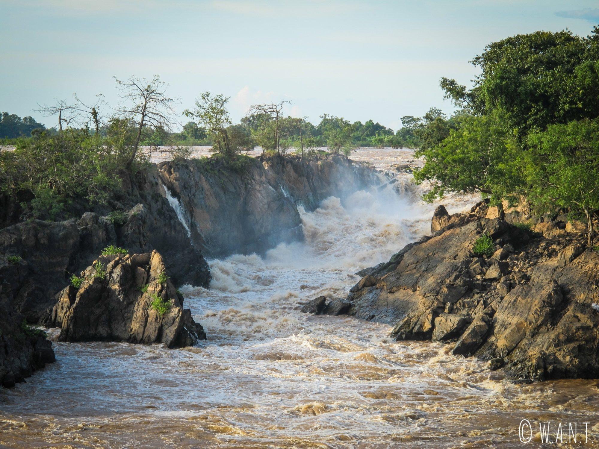 Gros plan sur un des bras des cascades de Li Phi sur l'île de Don Khon