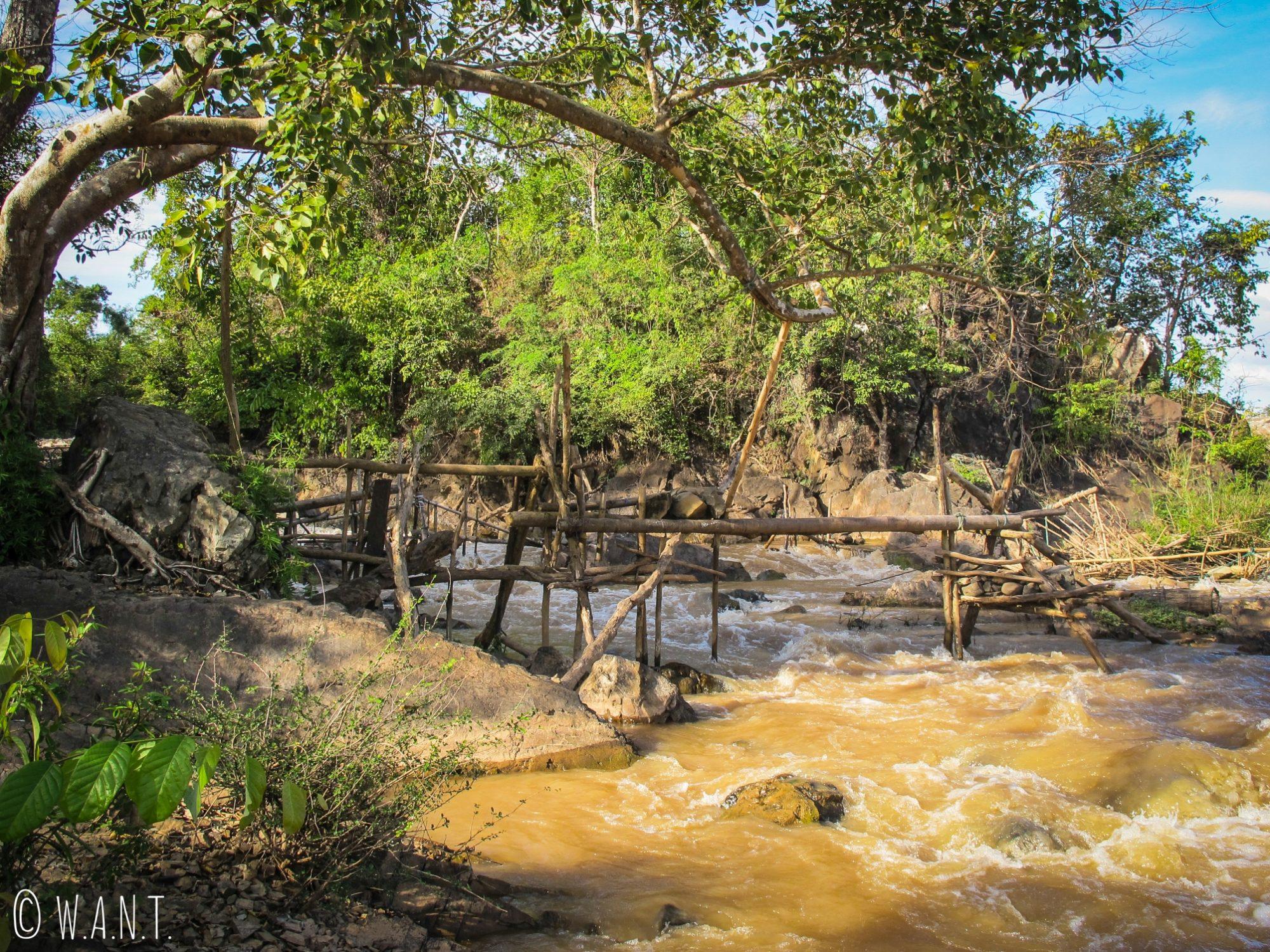 Installation pour la pêche sur l'île de Don Khon