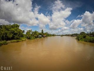 Le Mékong sépare les îles de Don Det et de Don Khon