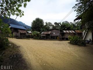 Maisons en bois dans le village de Konglor