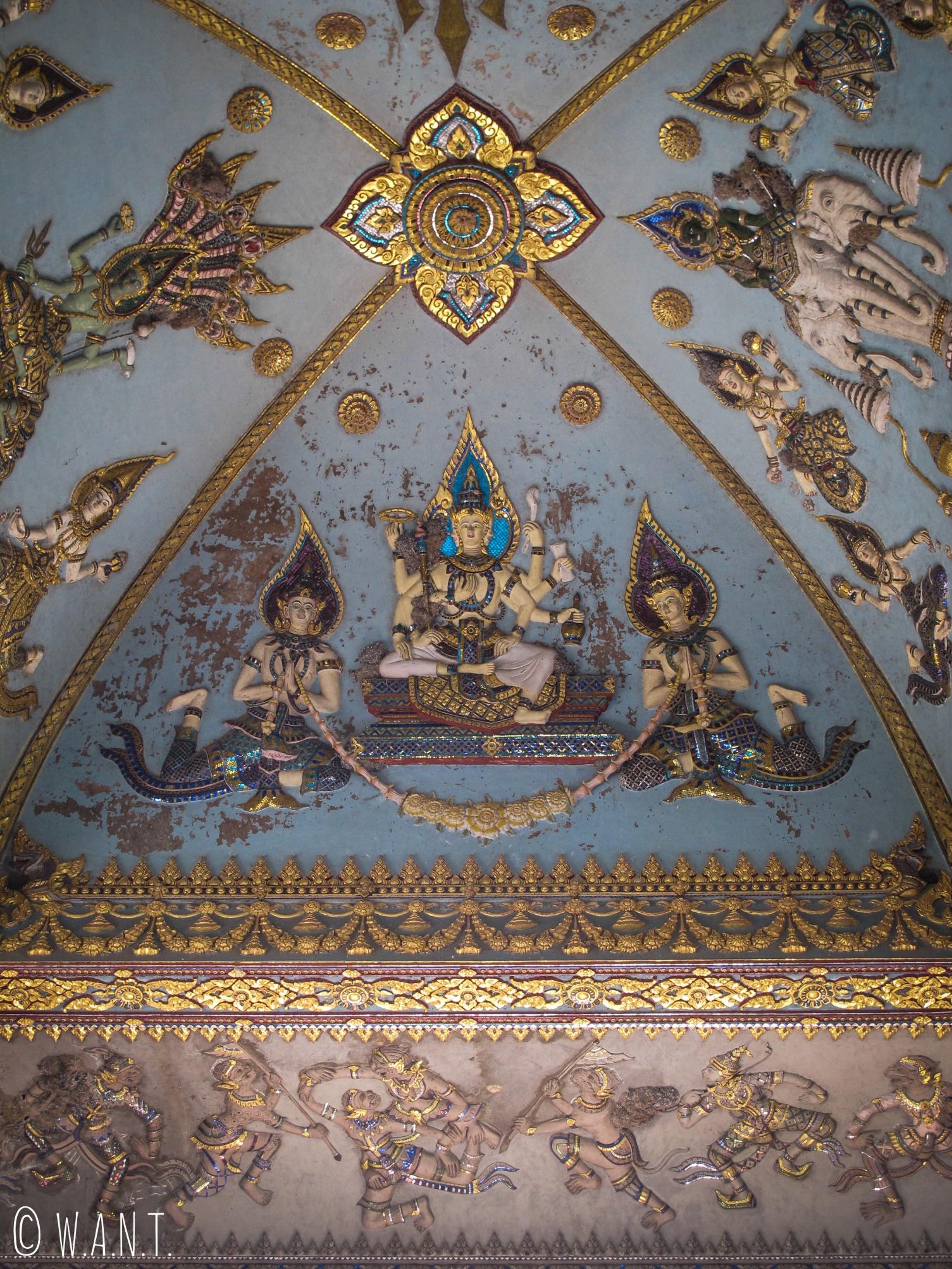 Ornements sous l'arche du Patuxai de Vientiane