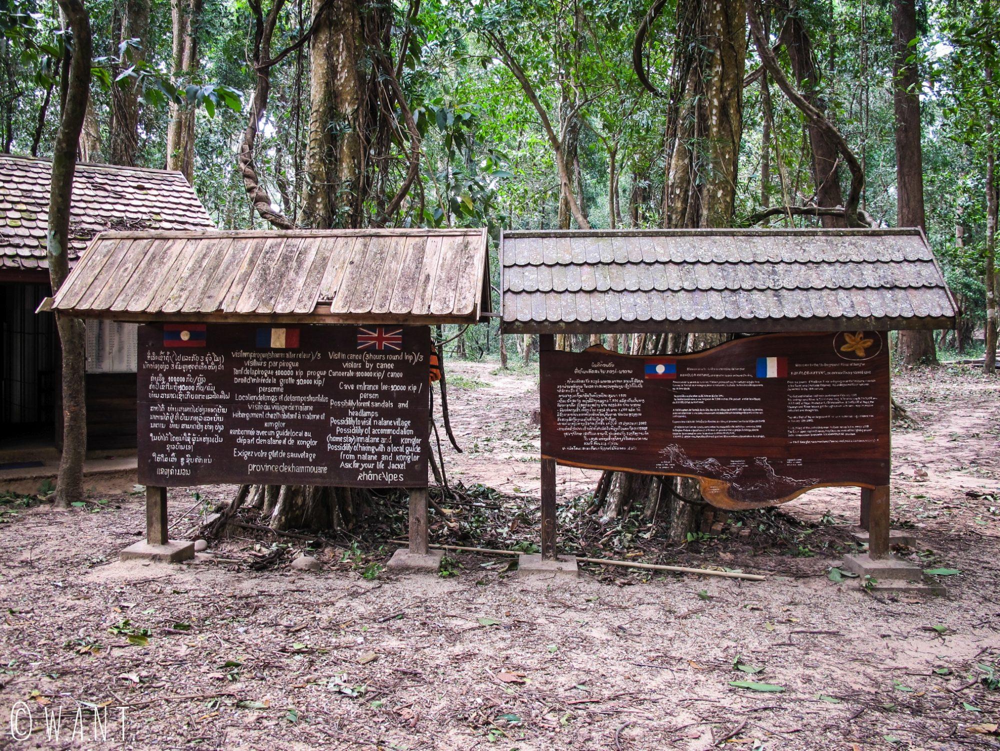 Panneaux d'affichage sur le site de la grotte de Konglor