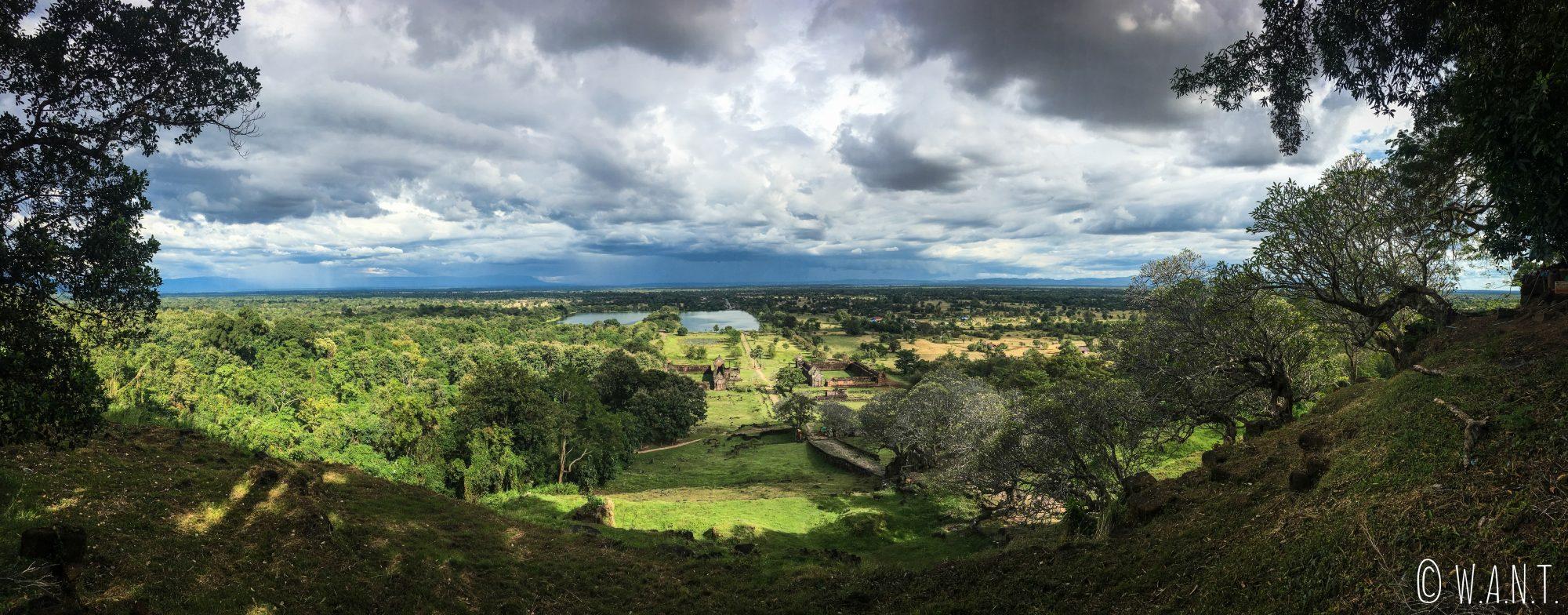 Panorama en plongée depuis le sanctuaire de Vat Phou