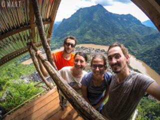 Selfie avec Margaux et Olivier depuis le point de vue Nang None de Nong Khiaw