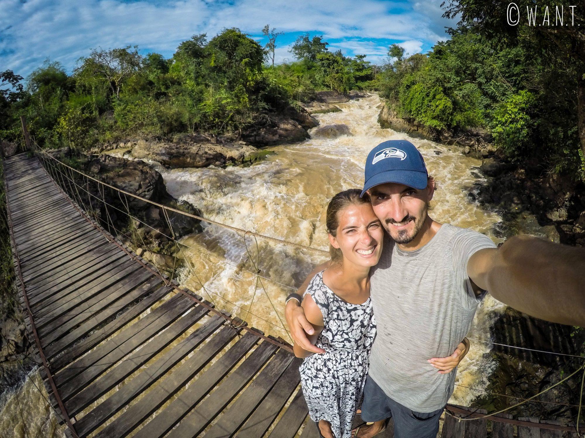 Selfie sur le pont suspendu de l'île de Don Khon