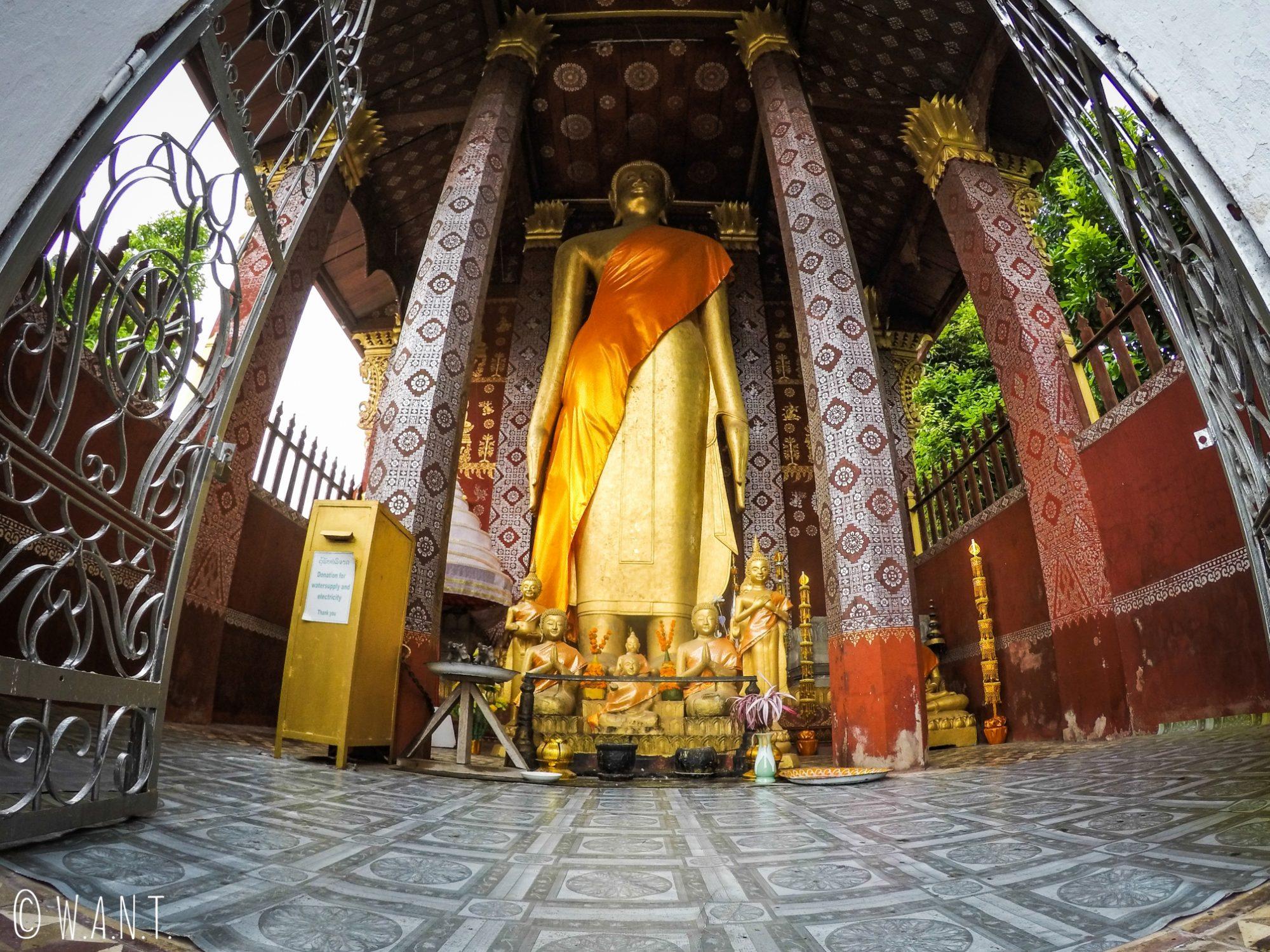 Statue de Bouddha du Vat Sene Souk à Luang Prabang