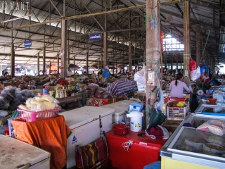 Un marché couvert a lieu tous les jours à Muang Sing
