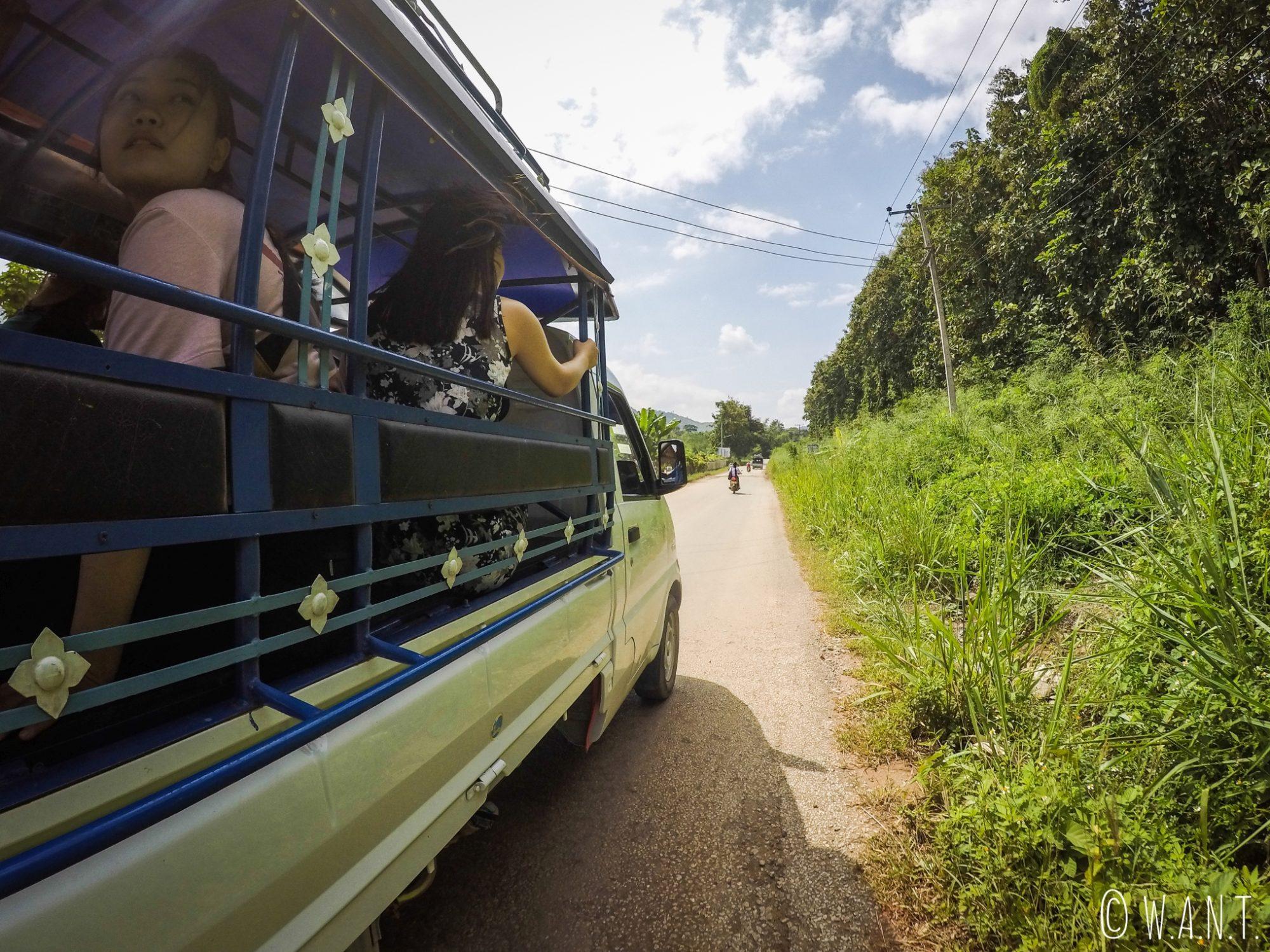 Vue depuis le songthaew nous conduisant à la cascade Kuang Si de Luang Prabang