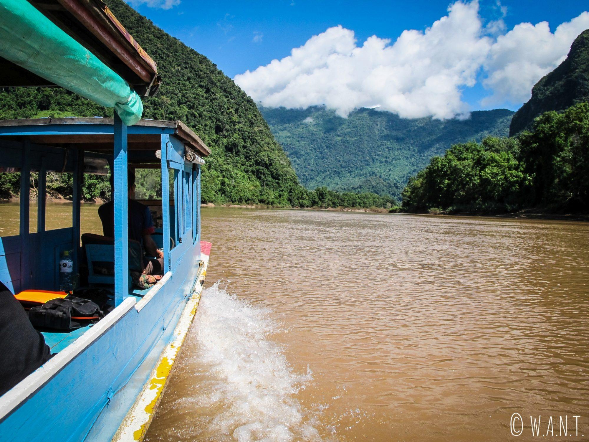 Vue depuis notre bateau nous menant de Nong Khiaw à Muang Ngoi