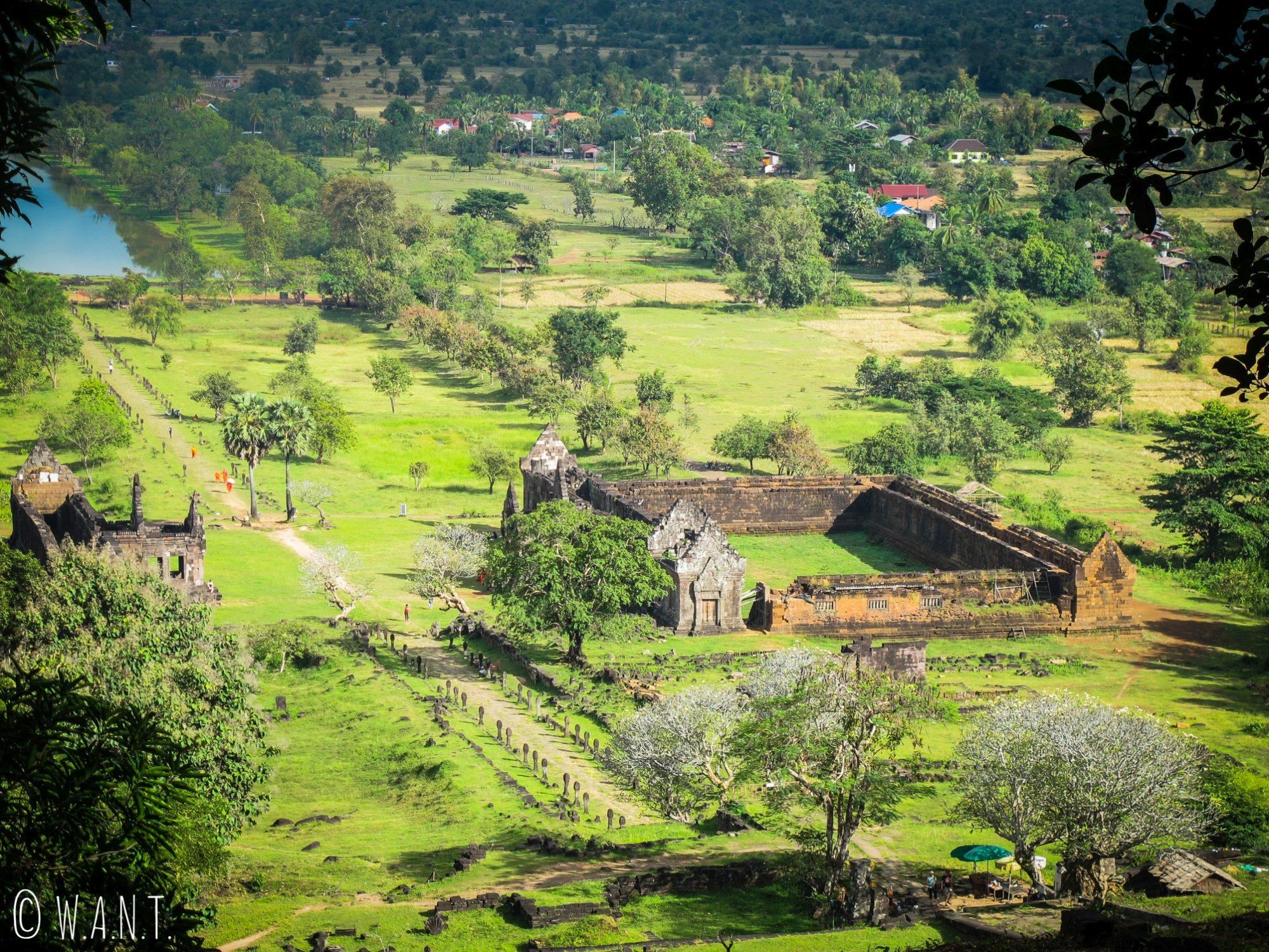 Vue en plongée sur un des deux palais du site Unesco Vat Phou