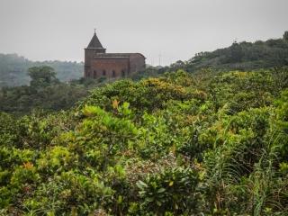 Église abandonnée à Bokor Hill Station, dans le Parc national de Bokor