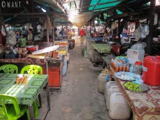 Allée du marché aux crabes de Kep