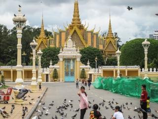 Allée menant au Palais Royal de Phnom Penh