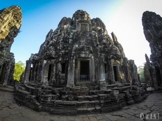 Bâtiment principal en haut du temple Bayon à Angkor
