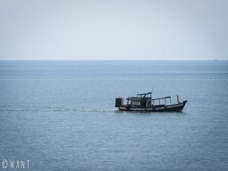 Bateau de pêche au large de Kep