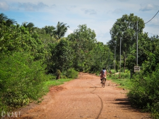 Chemin caillouteux permettant d'accéder au Secret Lake aux environs de Kampot