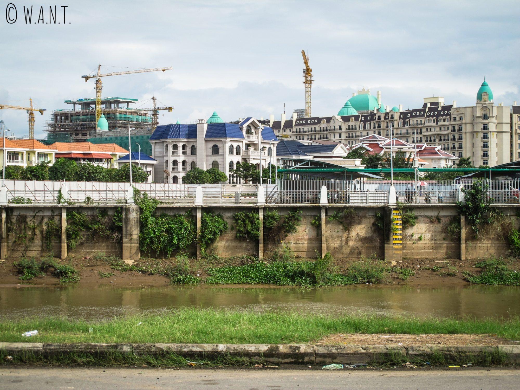Construction de dômes sur Diamond Island à Phnom Penh