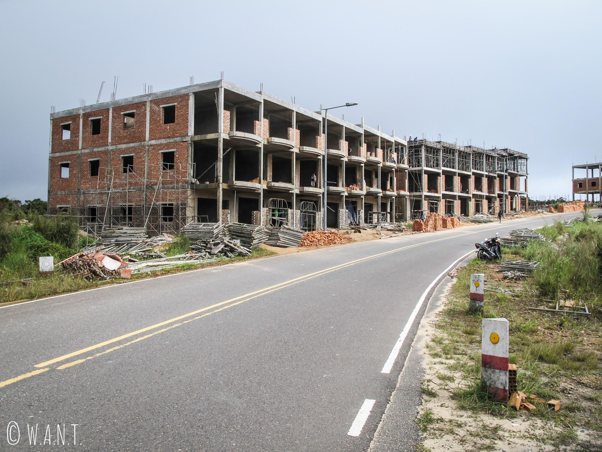 Constructions en cours à Bokor Hill Station, dans le Parc national de Bokor