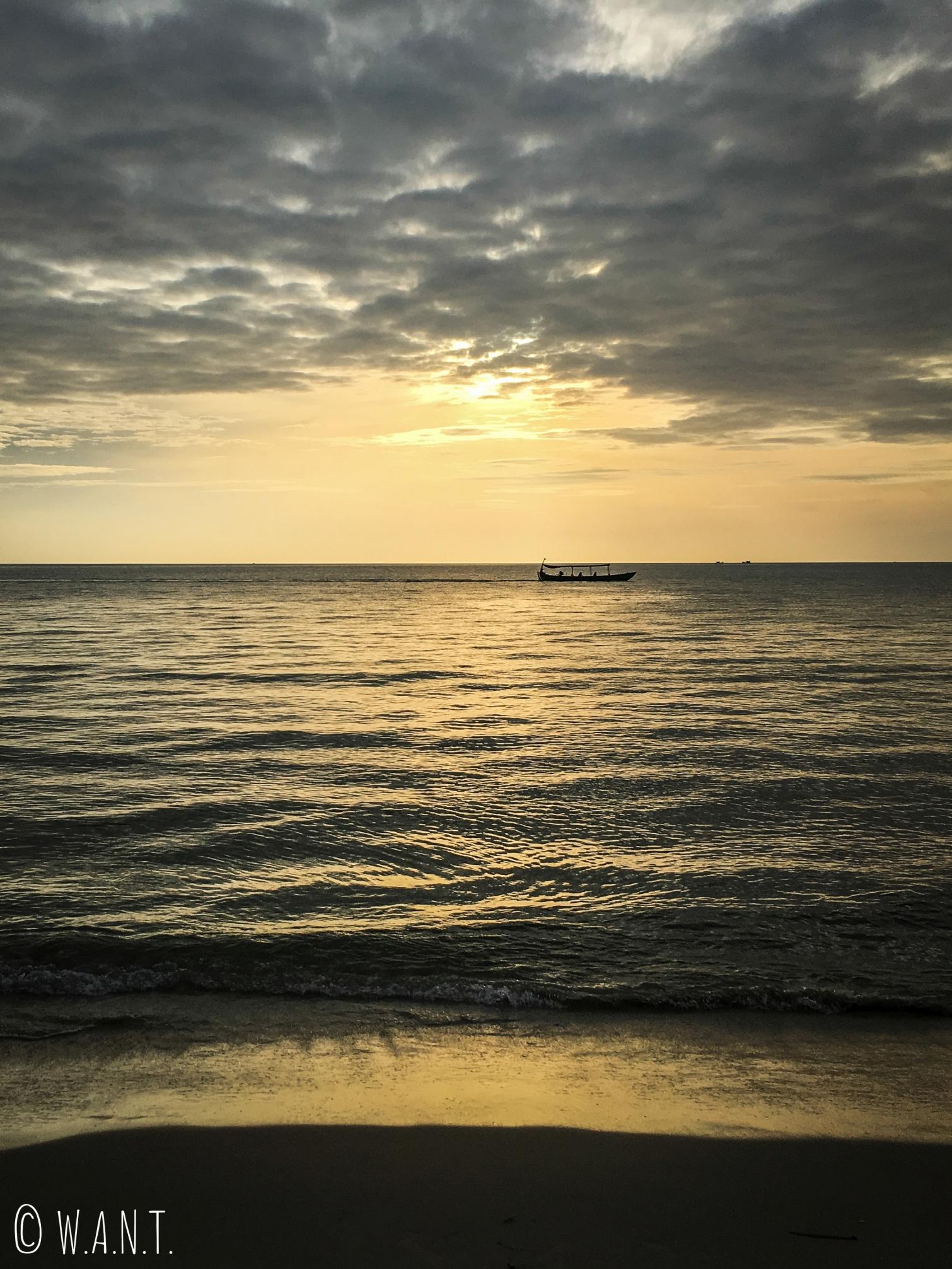 Coucher de soleil depuis la plage d'Otres à Sihanoukville