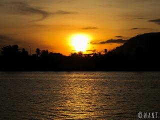 Coucher de soleil visible depuis le centre-ville de Kampot