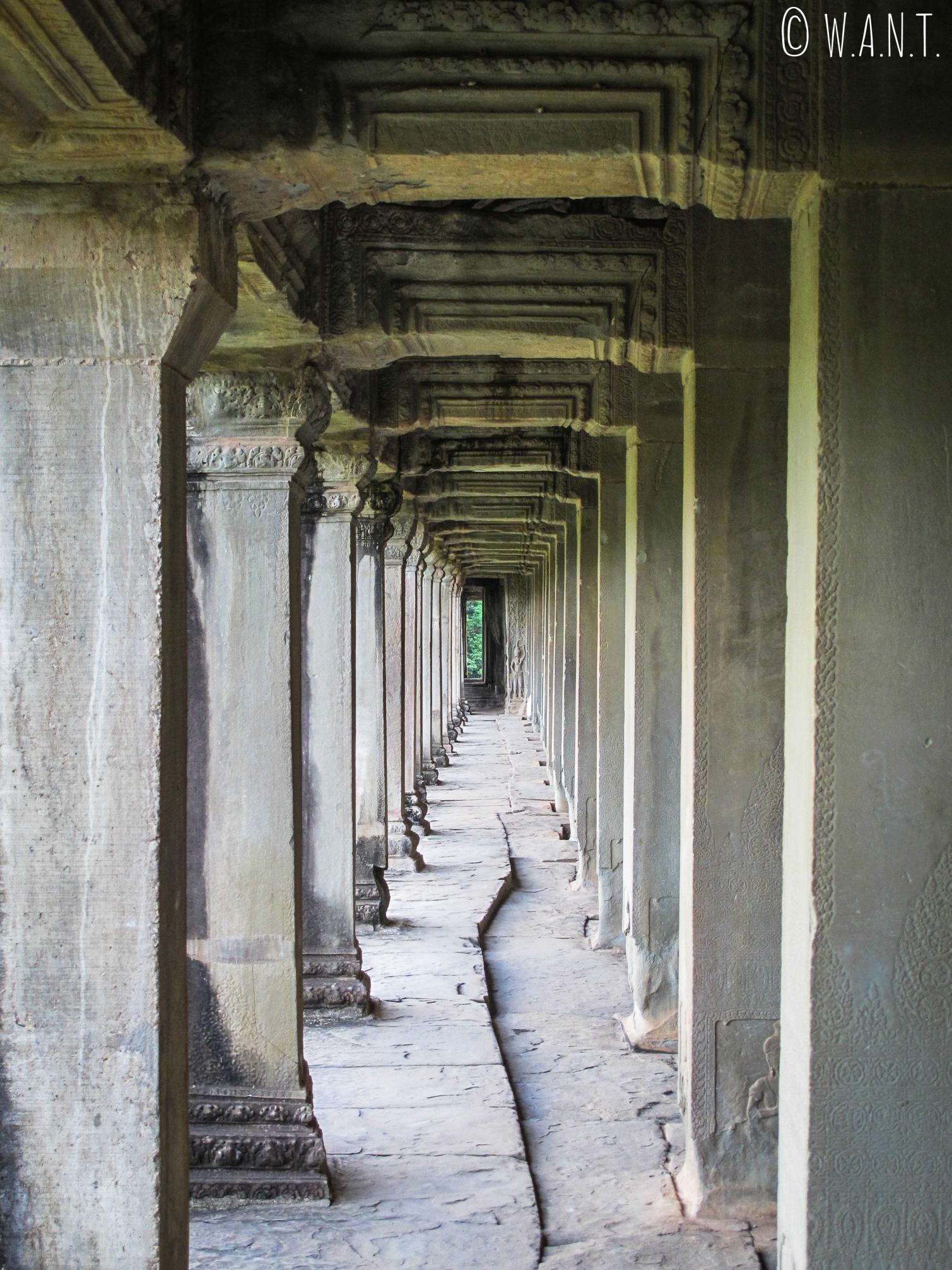 Couloir désert d'Angkor Wat à Siem Reap